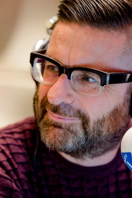 Jurgen van den Berg: 'Ik kan geen abri voorbijlopen of die Mattie en Marieke hangen erin'