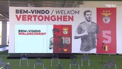 Jan Vertonghen is officieel een speler van Benfica, kijk hier live hoe de Rode Duivel wordt voorgesteld