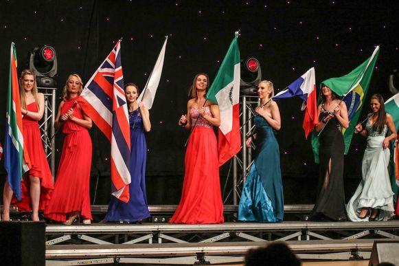 De kandidaten voor Miss Leie Ambassadrice in De Troubadour in Bissegem.