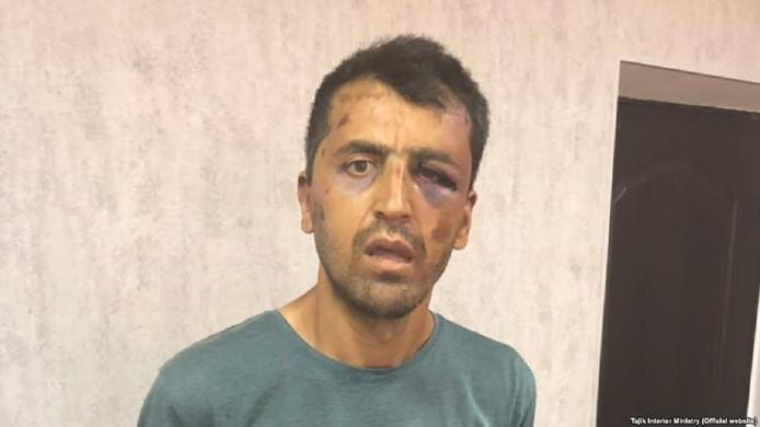 Hussein Abdusamadov na zijn arrestatie door de politie.