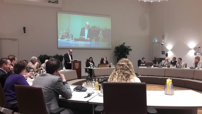 Wethouder Gerard Bruijniks haalt het omstreden punt over de Efteling van de agenda.