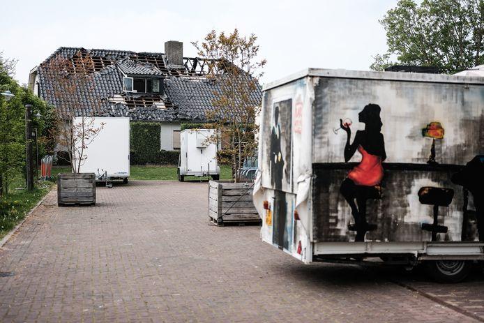 Brand of geen brand, de kermis gaat gewoon door in Oud-Dijk. De woning van de eigenaar van De Plok is zwaar beschadigd.