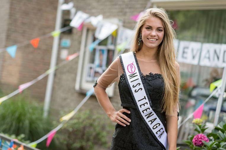 Van der Zee werd in 2017 uitgeroepen tot mooiste tiener van de wereld tijdens een wedstrijd in Guatemala.