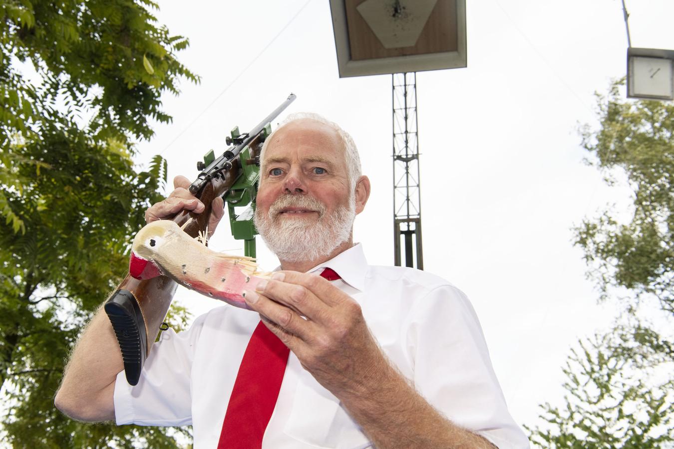 TT-2019-013190 - GLANERBRUG -  Schuttersfeesten Glanerbrug! De nieuwe koning, Gerrit Hulsbeek, schiet de vogel neer,