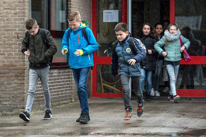 klein zundert-foto : ron magielse Het is middagpauze op basisschool Sint Antonius en een deel van de kinderen gaat naar huis voor de boterham.