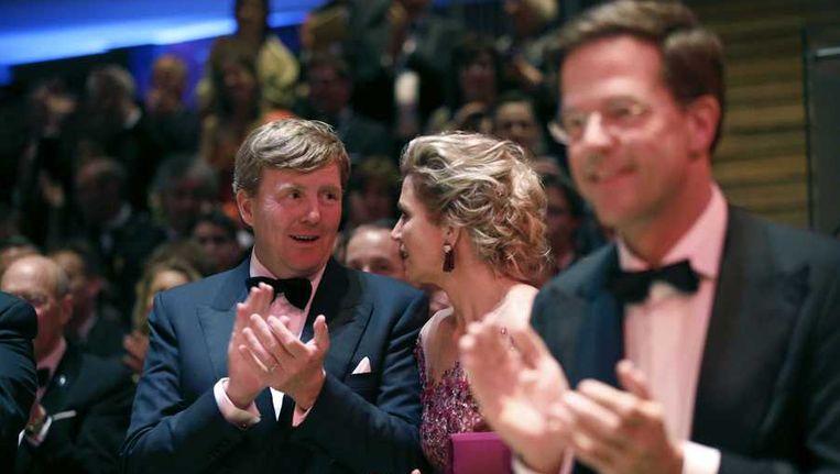 Koning Willem-Alexander, koningin Máxima en op de voorgrond premier Rutte. Beeld anp