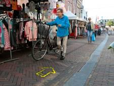 Centrum van Leerdam krijgt alsnog coronaproof looproute met hekken en pijlen