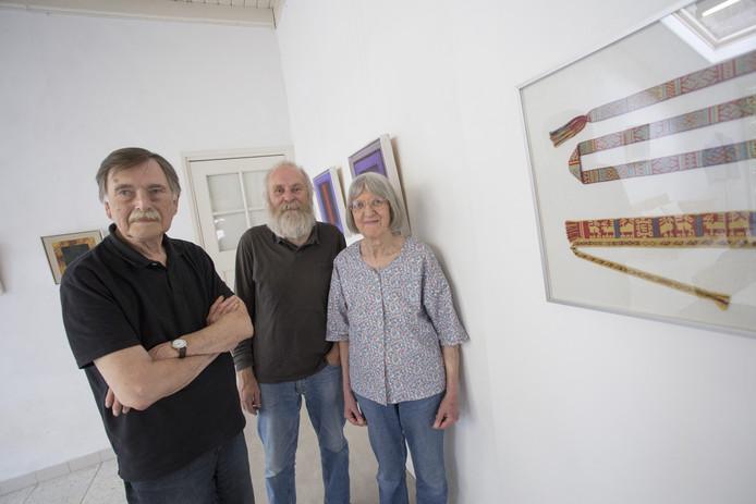 Rob Figee (l), Job Heykamp en Marijke van Epen zijn betrokken bij de jubileum- annex slotexpositie van Kijk op Kunst Borculo.