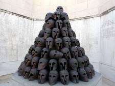 Tous les casques grecs du monument Interallié de Cointe ont été volés