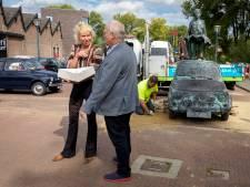 Gemeente herstelt 'foutje': bronzen Fiatje weer terug in Geldrop
