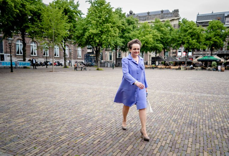 Staatssecretaris Alexandra van Huffelen (financiën) voorafgaand aan het debat over de Awir, de Algemene wet inkomensafhankelijke regelingen, in de Tweede Kamer. Beeld ANP