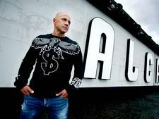 Paul Elstak treedt op in zijn nieuwe 'achtertuin' Alcazar