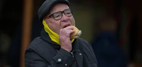 Voetballen in Duitsland: bier, worst én een mondkapje