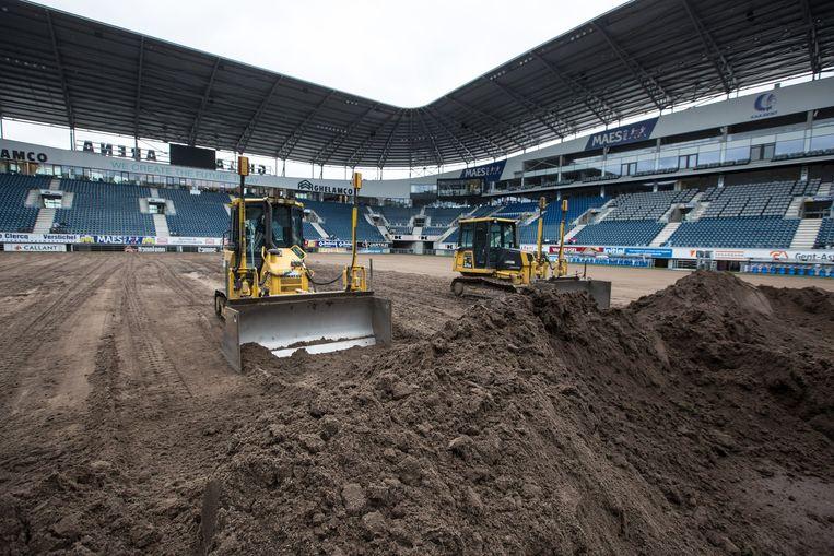 Ghelamco arena krijgt supergras voor cl wedstrijd gent - Tischlerei schone wolfsburg ...