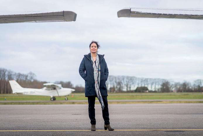 Elektrisch vliegen van Teuge naar Londen is binnen tien jaar mogelijk, zegt directeur ortret Meiltje de Groot. van vliegveld Teuge