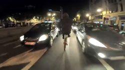 Waaghalzen stunten op de fiets in Brussel-centrum