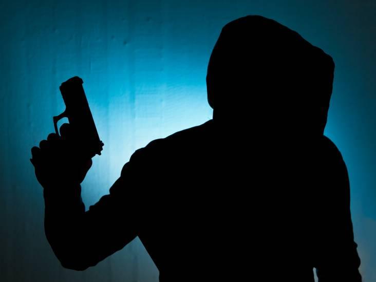 Man met vuurwapen bedreigd en beroofd van mobiel in Roosendaal, daders gevlucht