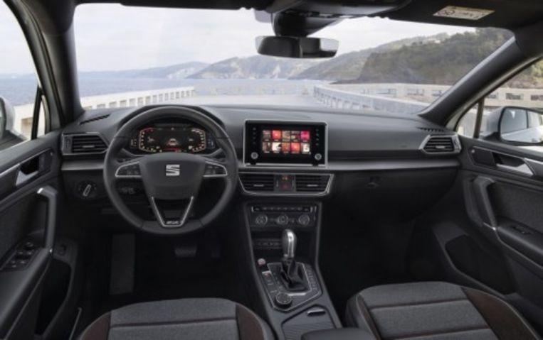 De Seat Tarraco heeft automatische radarafstandhouders, een topviewcamera en witte lijnenbewaking. Beeld