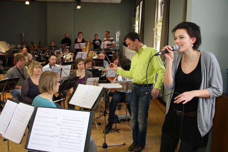 Tien jaar geleden repeteerde Jackobond met Muzikaalter voor Aalter Promt.