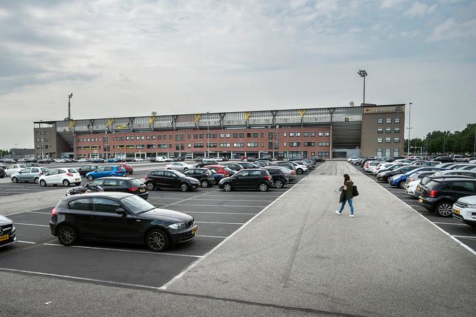 breda-foto : ron magielse parkeerterrein p5 bij het nac-stadion was in beeld voor nieuw winkelcentrum.
