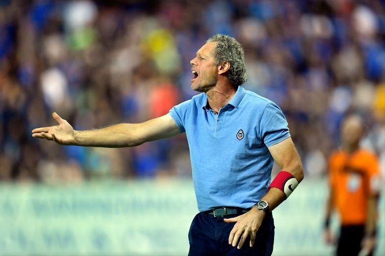 Michel Preud'homme schreeuwt zijn troepen toe.