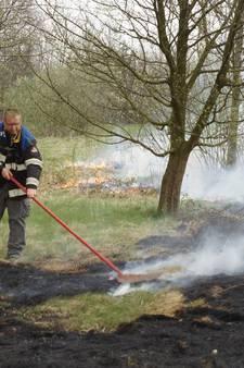 Bhv'ers Efteling blussen brand nabij parkeerterrein