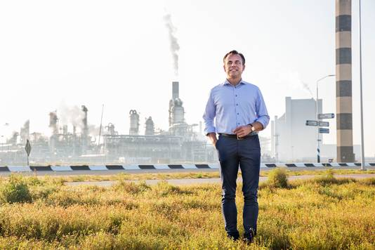 Tweede kamerlid Mark Harbers op Maasvlakte waar volgens hem kerncentrales moeten komen.