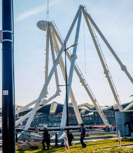 Koningsdag: Reuzenrad/restaurant in opbouw aan het Stekelenburgplein