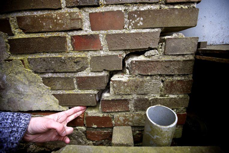 Een scheur in de muur van een woning in het Groningse Leermens na een aardbeving. Beeld anp