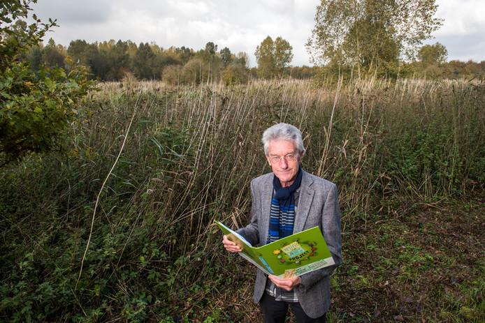 Hans Brouwer heeft 1.393 handtekeningen van mensen die geen zonnepark willen met 28.000 zonnepanelen in een gebied van Staatsbosbeheer langs de Groenewoudseweg in Zeewolde.
