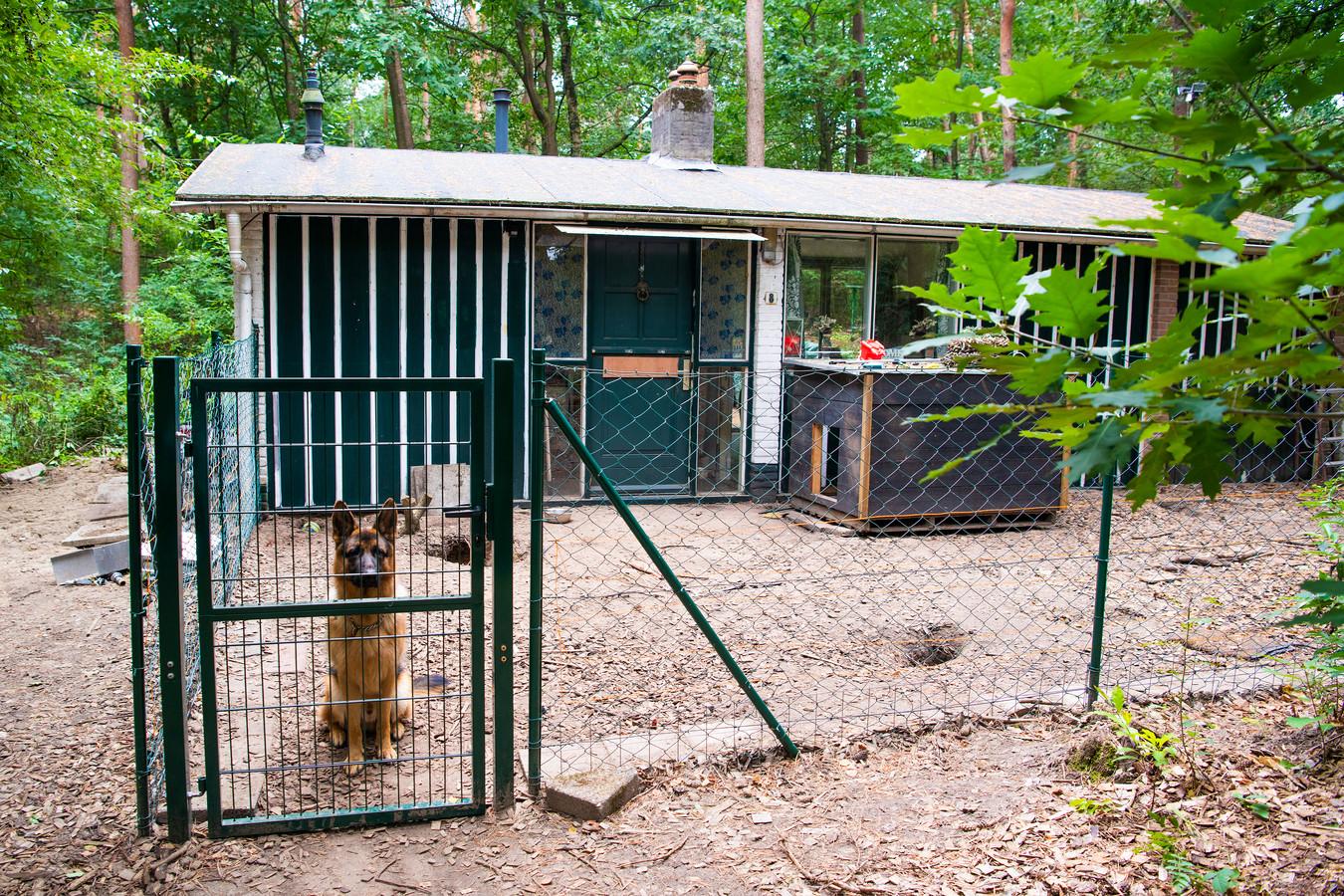 De bungalow waar eind augustus een deel van de buit is teruggevonden. Verdachte Jereno R. is daarbij opgepakt naar een actie van het arrestatieteam.