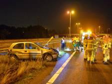 Automobilist gewond na botsing met vangrail op A50
