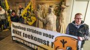 """Voorpost protesteert tegen komst asielcentrum, burgemeester stelt bewoners gerust: """"We zijn een gastvrije stad. Laat je niets op de mouw spelden"""""""