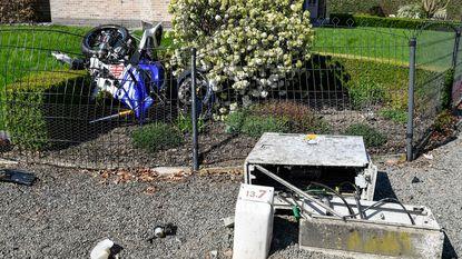 Motorrijder zwaargewond bij frontale botsing