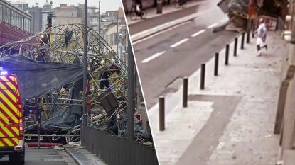 VIDEO. Beelden tonen hoe voorbijgangers lopen en fietsen voor hun leven als stelling in Antwerpen instort