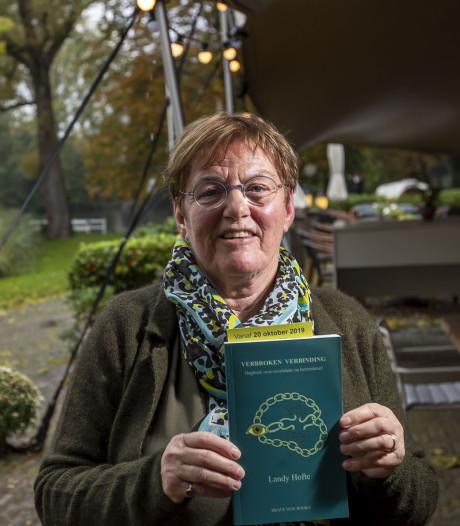 Dagboek 'Verbroken Verbinding' van wijlen Landy Hofte gepresenteerd bij De Houtmaat