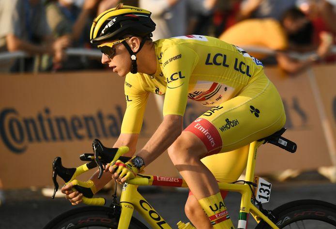 Tadej Pogaçar n'aura porté le maillot jaune qu'un jour, mais il devient le deuxième plus jeune vainqueur de l'histoire du Tour de France.