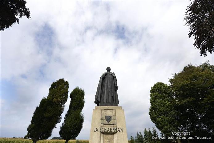 Het grote beeld van Schapeman op de es bij Tubbergen inspireerde Martin Paus de achtergrond van meer wetenschappers uit te zoeken.