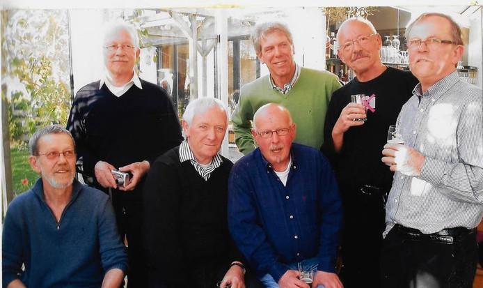 The Saints tijdens een reünie in 2008. Van links naar rechts: Sjef en Kees Gielen, Hans van Overveld, Leo Melsen, Bert de Visser, Theo Coumans en Koos Gielen. foto collectie the saints