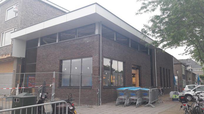 De Albert Heijn in Halsteren heeft al een nieuwe buitengevel gekregen en gaat zaterdag om 16.00 uur dicht voor een grote interne verbouwing. De heropening is woensdag 3 juli.