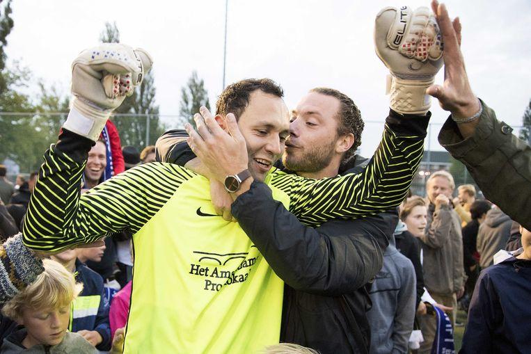 AVV Swift keeper Bogdan Constantin viert de overwinning op Vitesse na het KNVB bekerduel. Vitesse verloor na strafschoppen met 5-3. Beeld ANP Pro Shots