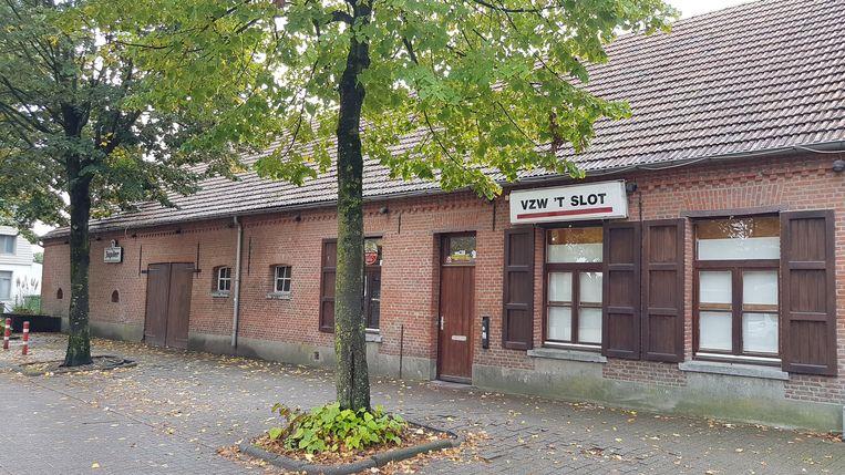 De oude hoeve waar nu jeugdhuis 't Slot is gevestigd komt in handen van de stad.