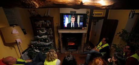 Macron kan gele hesjes niet overtuigen: 'hij voert een toneelstukje op'