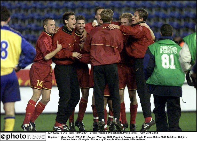 De Jonge Duivels kwalificeren zich met een 2-0-zege tegen Zweden voor het EK 2002 voor beloften. Bjorn De Wilde en Gonzague Vandooren zorgen voor de doelpunten.