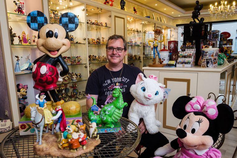 Zaakvoerder Tom Van Gool in zijn Disneywinkel.