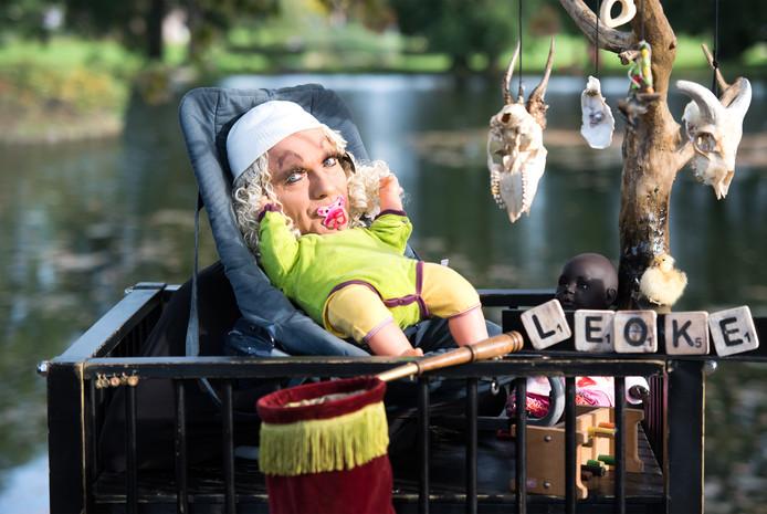 Leo Dirks uit Lent doet mee san Living Statues in Arnhem als Leoke.