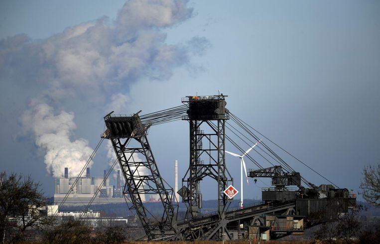 Een graafmachine nabij het Duitse Buir op de werkplaats van een kolenmijn.  Beeld AFP