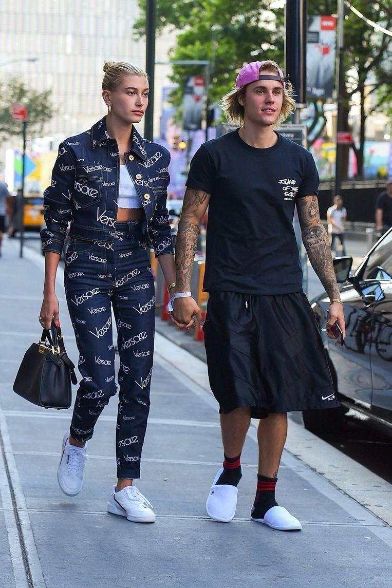 Justin Bieber en Hailey Baldwin paraderen hand in hand door de straten van New York op 5 juli 2018.