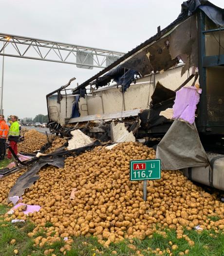 Lading aardappels op snelweg zorgt voor vertraging op A1 bij Deventer