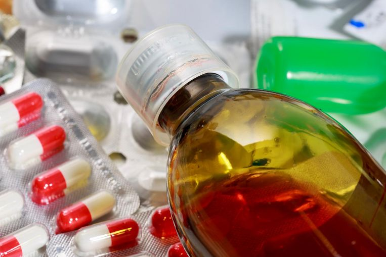 Het federale geneesmiddelenagentschap FAGG heeft vorig jaar 4.472 postpakketten met illegale of valse medicijnen in beslag genomen die verstuurd werden vanuit het buitenland.